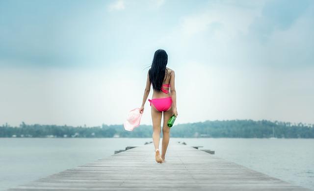 dívka v plavkách.jpg