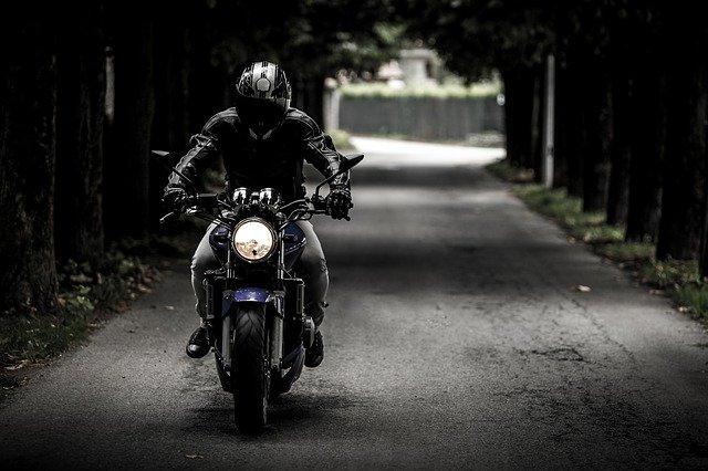 motorkár na ceste.jpg