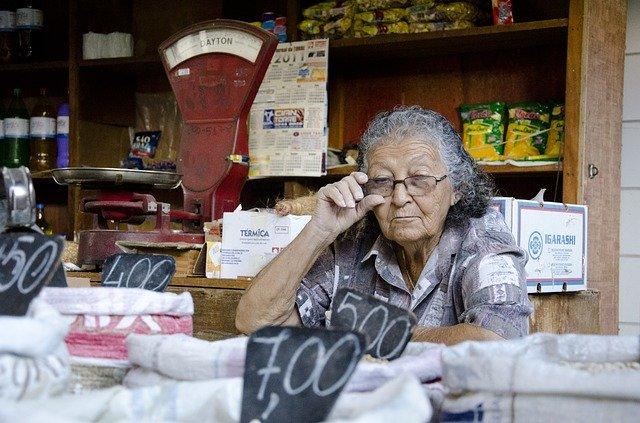 Predavačka na trhovisku.jpg