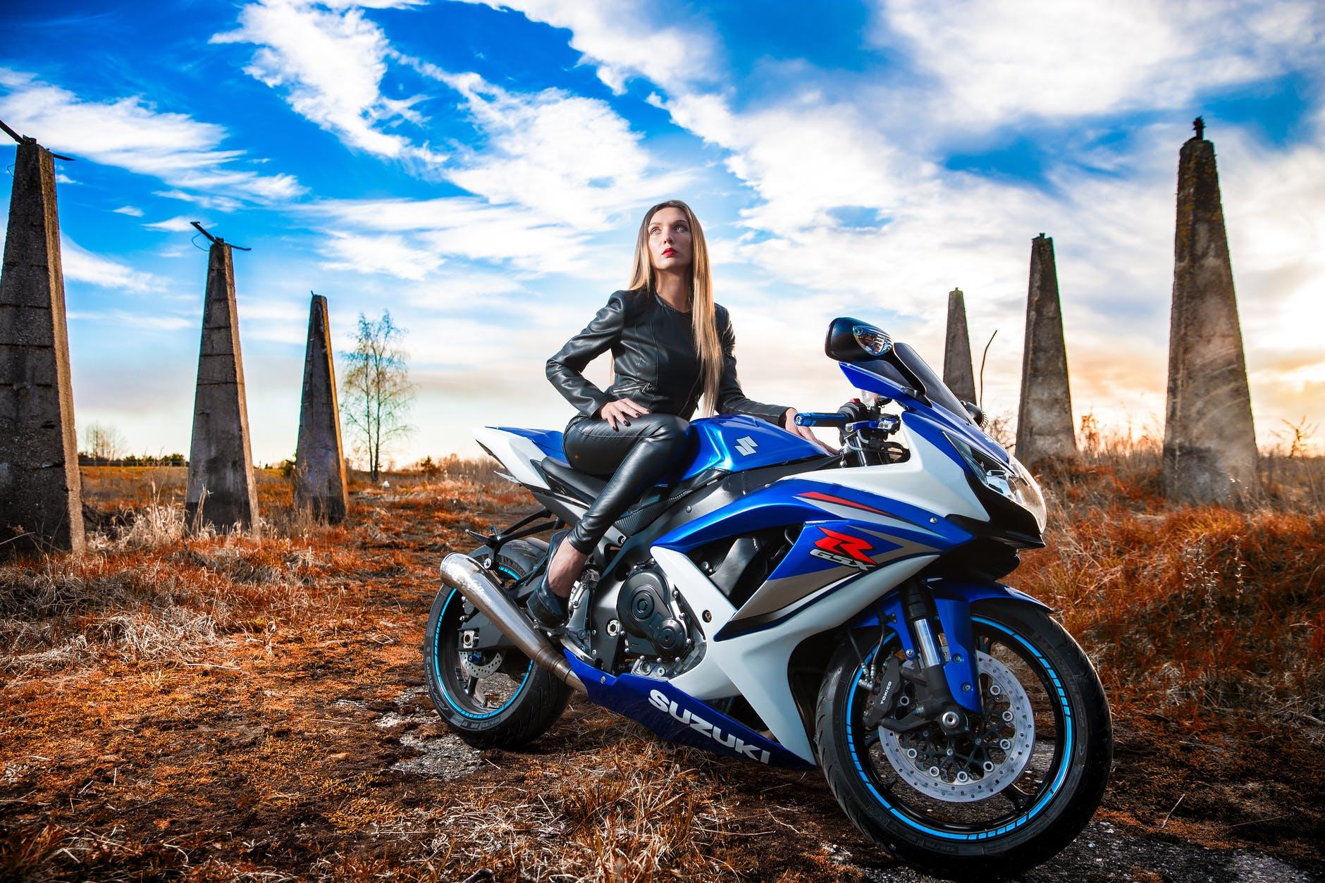 Užite si jazdu na motorke s funkčnou komunikáciou na cestách